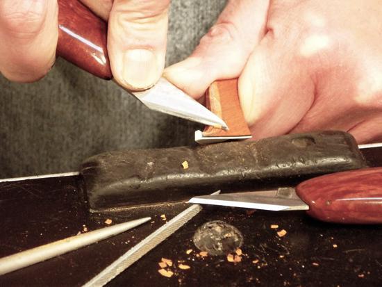 A fejformázás késsel